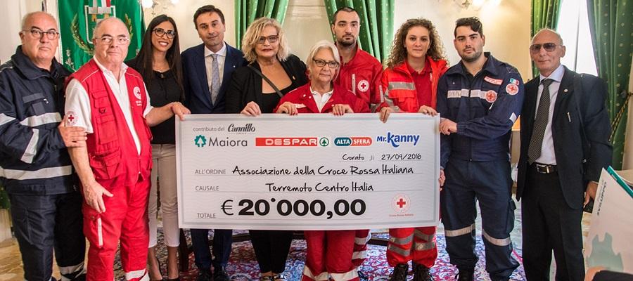Despar consegna un assegno alla Croce Rossa Italiana